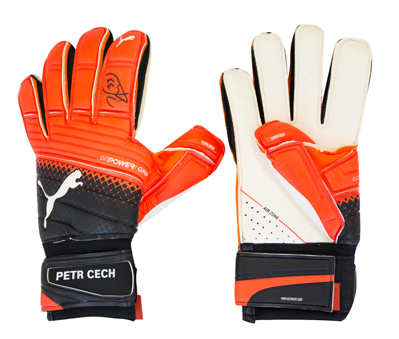 Goalkeeper gloves Puma evoPOWER Grip 1.3 RC with the original signature of Petr Cech